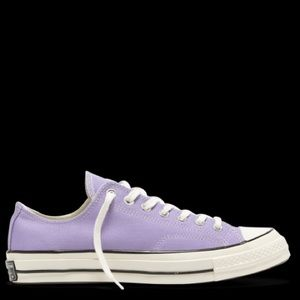 Chuck Taylor low too lilac converse size 7 sneaker
